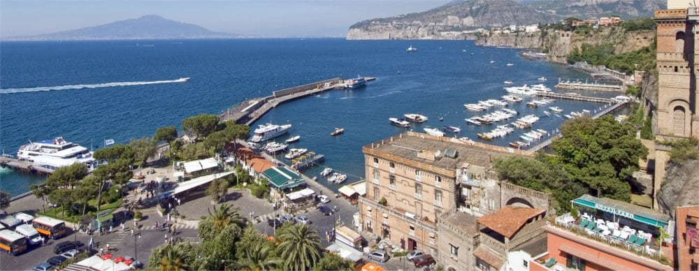 Sorrento: Coastal view