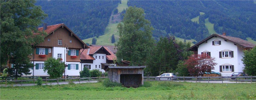 Kitzbuhel: Houses with mountain behind them