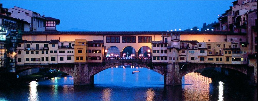 Florence: Ponte Vecchio at night