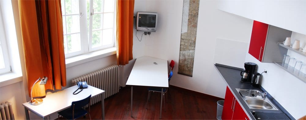 Berlin: Studio living area and kitchenette