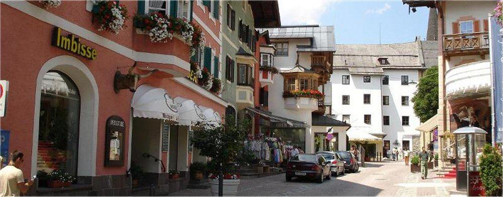 Kitzbuhel: Town street