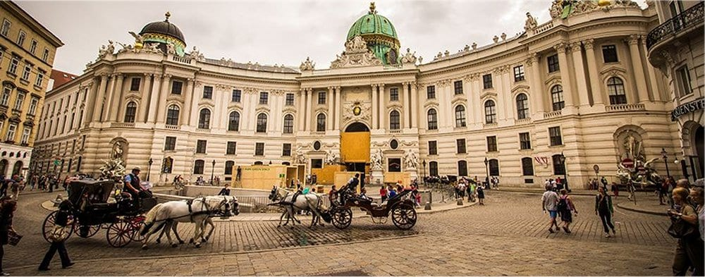 Vienna: Horse drawn carriages