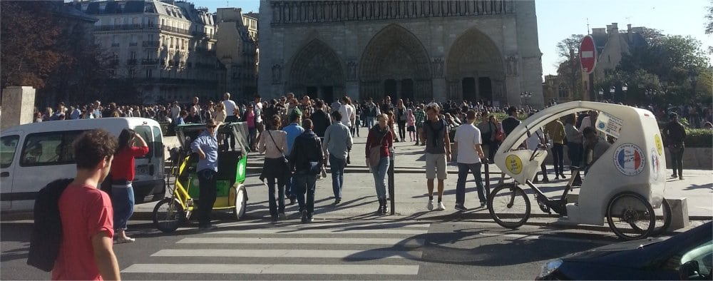Paris 9th: Outside Notre Dame