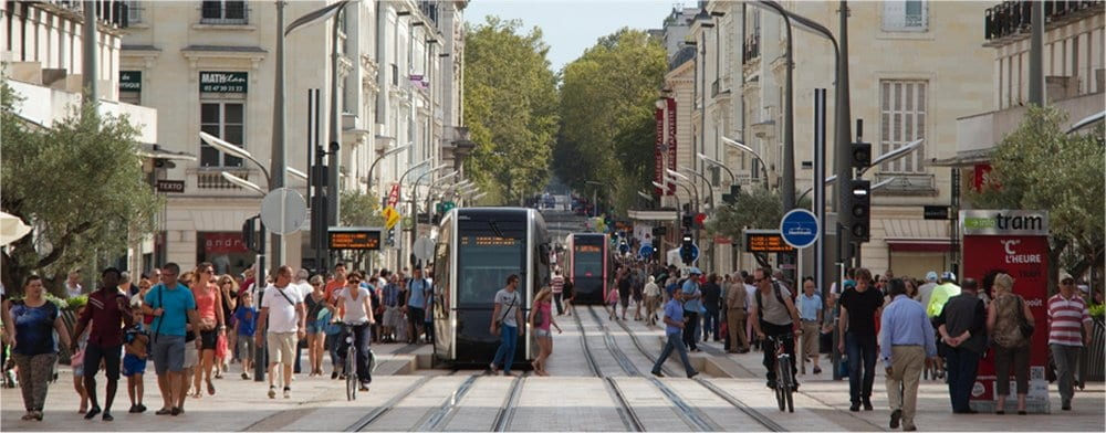 Tours: Main street with tramway