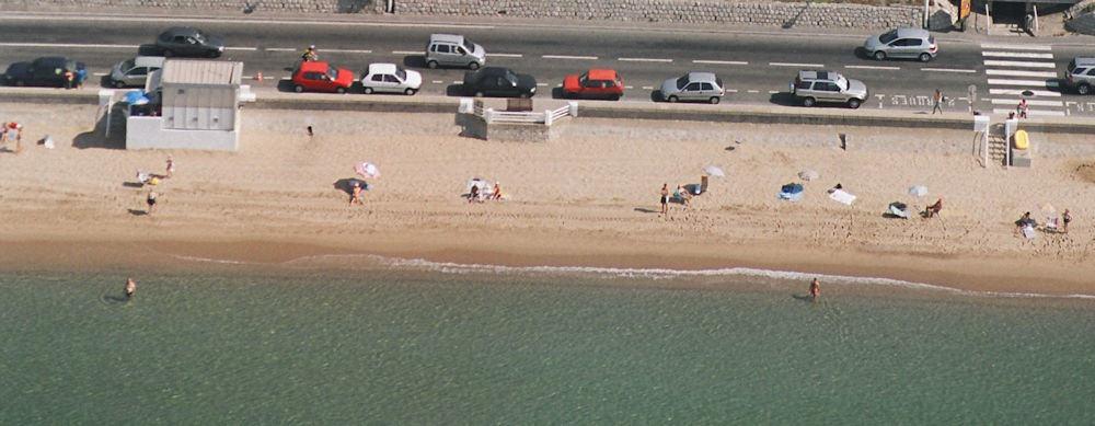 Cannes: Seashore in front of school