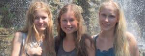 Nice three-girls-on-excursion